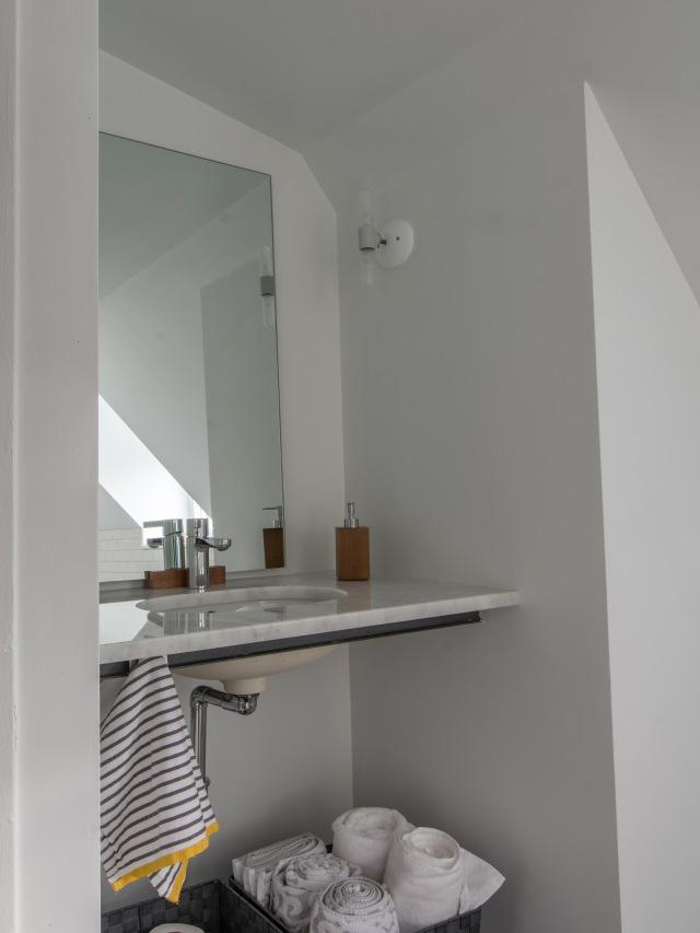 third floor bath i